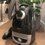 18 Best Bagged Vacuum Cleaners – (Reviews & Buying Guide 2020)